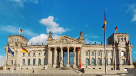 Landwirt rechnet mit Speisekarte des Bundestags ab – zu Recht!